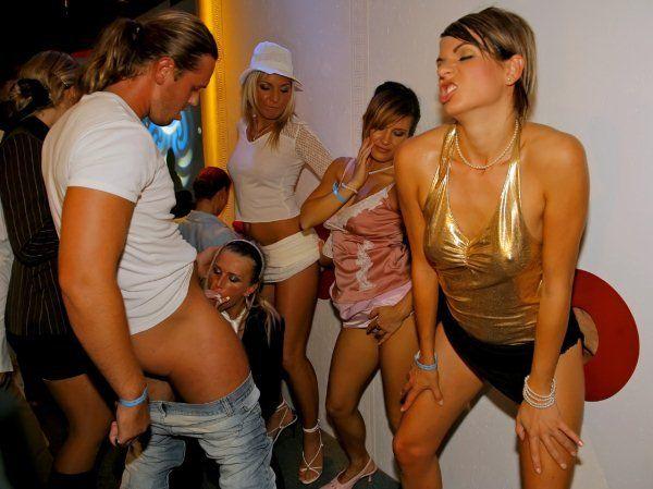 Gloryhole Party Porno