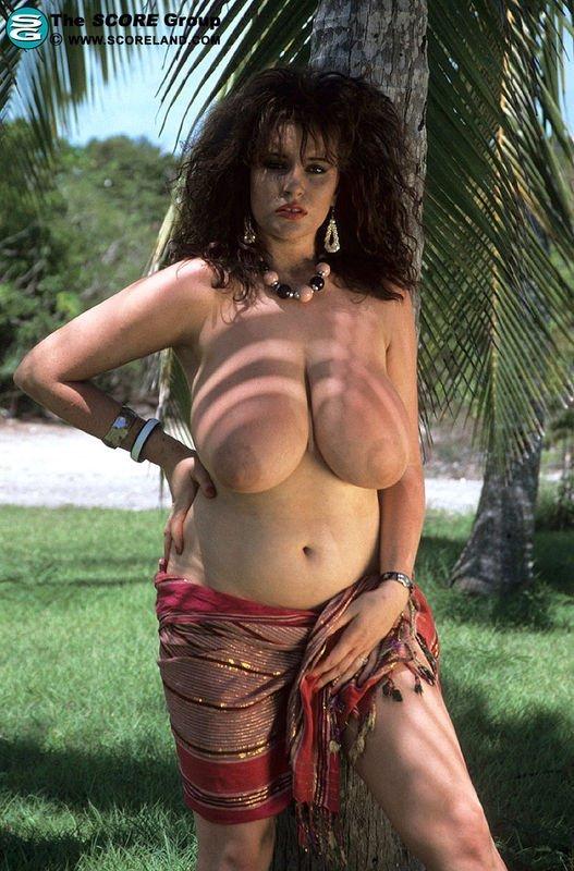 Donna Ewin  nackt