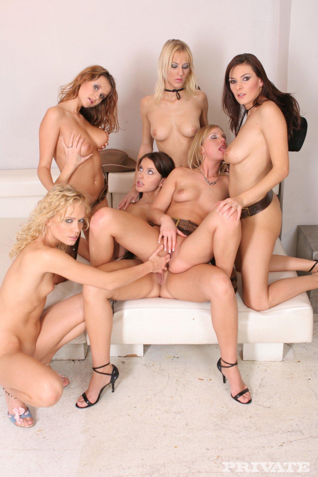 Preetty girl full nude