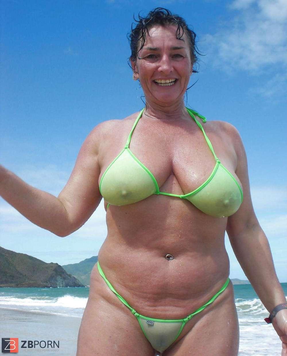 Hot B. reccomend candid bikini