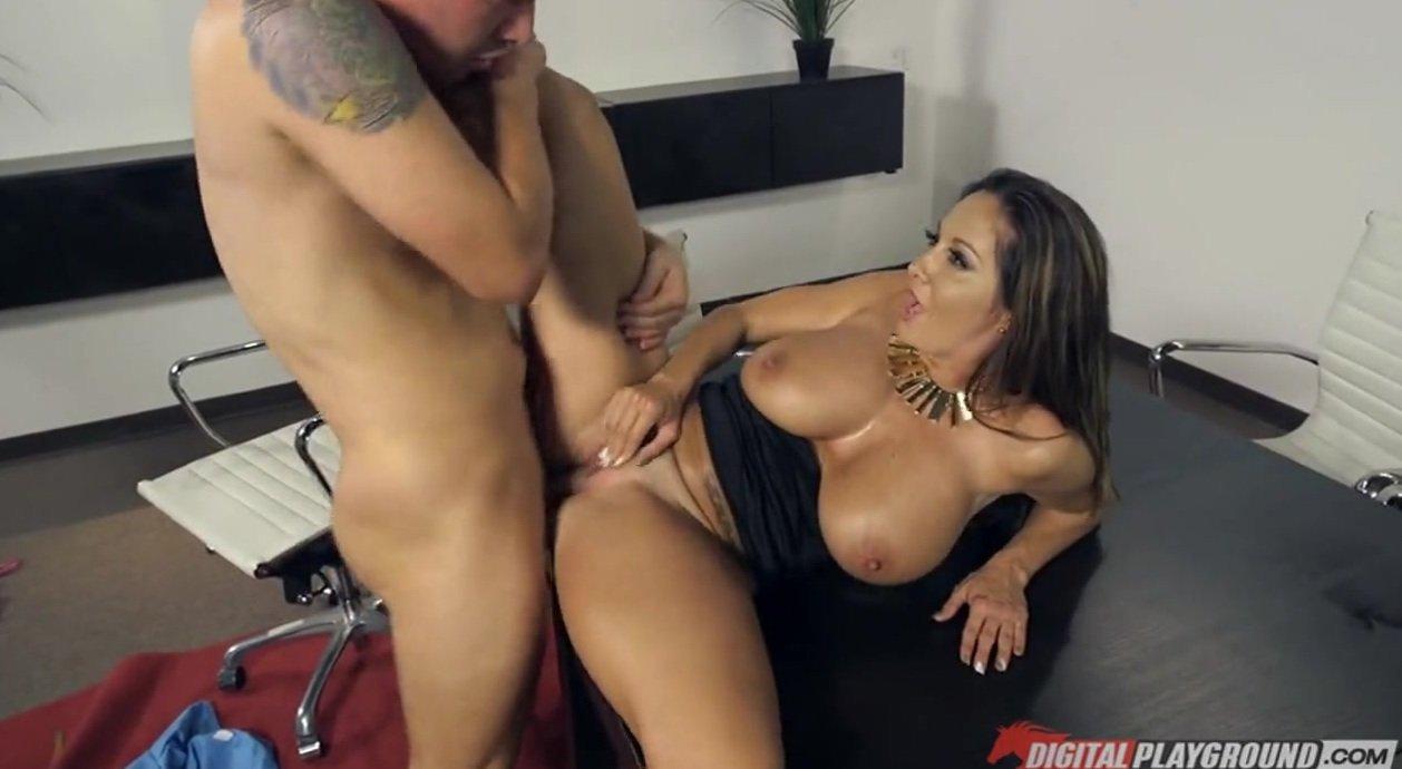 The L. reccomend thick girl big tits